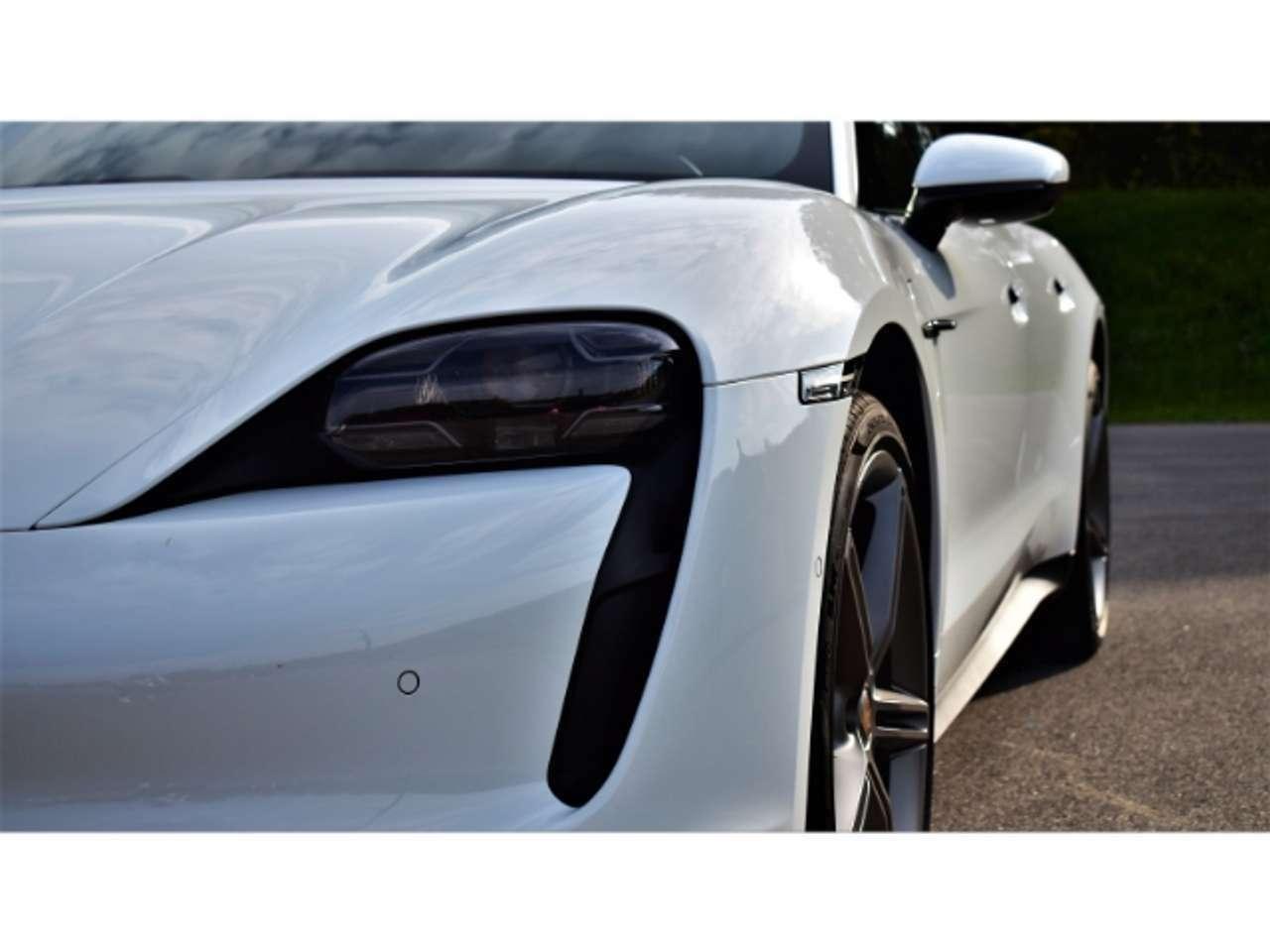 Porsche Taycan 4S. Porsche Approved